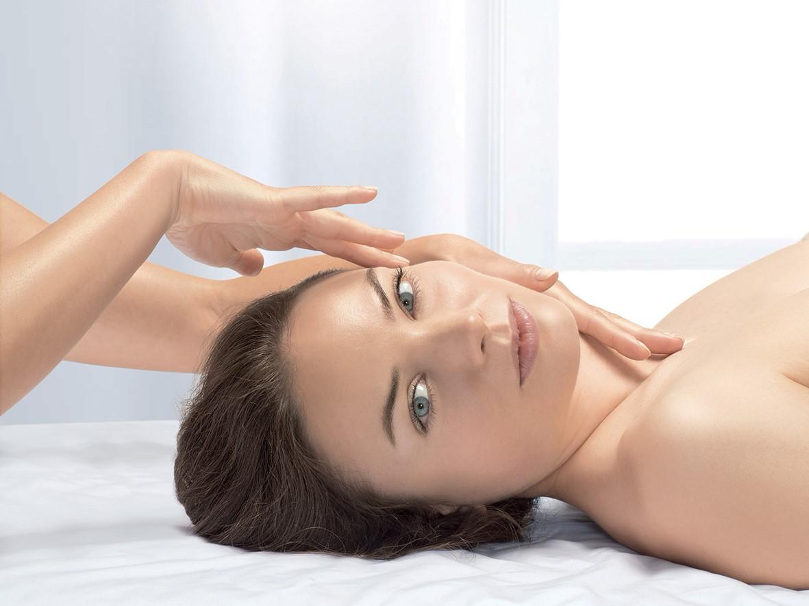 Massage du visage et cuir chevelu